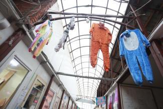 «На улицу выкинули перед самым Новым годом!»: в Казани по-быстрому зачищают рынок на Фучика