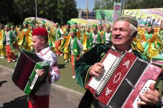 Осетрина, малина, мужской вокал и живой баран: Казань готовится к Сабантую за миллион евро