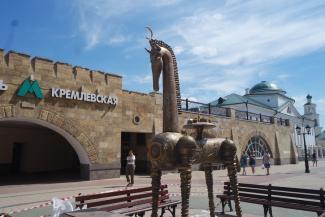 Казанцы сравнили скульптуру «Конь-страна» на Баумана с кальяном