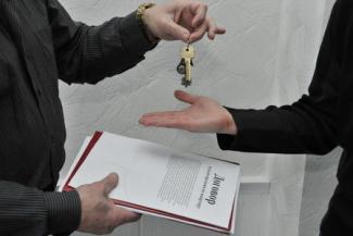 Новоселье без веселья: в Татарстане многодетную семью могут выбросить на улицу из-за того, что «чистая» сделка с квартирой оказалась «грязной»