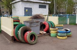 «Сами закопали, сами и выкапывайте»: казанских воспитателей заставили выкорчевывать автопокрышки с территории детсадов
