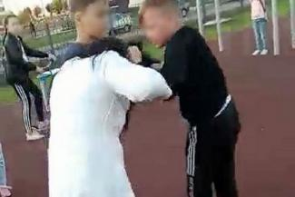 «Вымогал деньги у моего сына, бил его»: в Татарстане школьник, который оттаскал за волосы маму первоклашки, обложил данью учеников младших классов