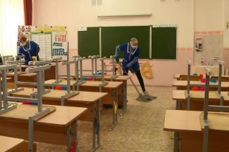 «Будем учиться в три смены? Тогда уж легче на дистанционку»: казанские учителя и родители в шоке от требований Роспотребнадзора для школ