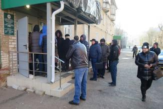 «Наживаются на народе!»: в Казани автомобилисты, напуганные подорожанием медосмотра, штурмуют кабинеты наркологов