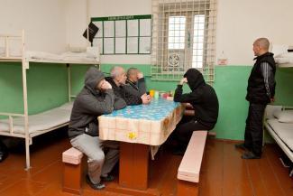 Забили под завязку: арестантов из переполненных СИЗО Татарстана хотят отправить к соседям