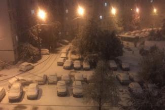 «Эти холода для нас аномальные»: казанцы впервые за полвека увидели снег в сентябре