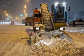 «Понятно, что они не семижильные»: мэр Казани обещает стучаться во все двери, чтобы поднять зарплату водителям снегоуборщиков