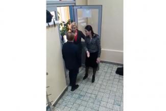 «Им бы зэков охранять»: Татарстан возмутило видео, снятое у дверей школьной столовой