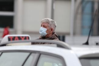 Пассажиров убыло, водителей прибыло: казанские таксисты затягивают пояса из-за вирусного кризиса