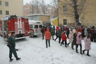 Пока в казанских школах ищут бомбы, детей обогреют в ТЦ