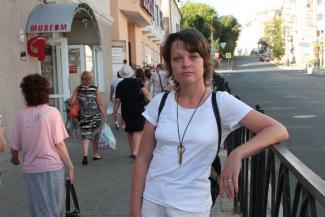 Режиссер «Пакет-театра» Регина Саттарова: «Артисты подарили мне маску из золотой бумаги»