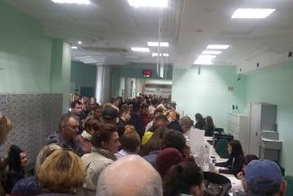 Офис Татфондбанка в Казани снова штурмуют — чтобы не взять деньги, а отдать