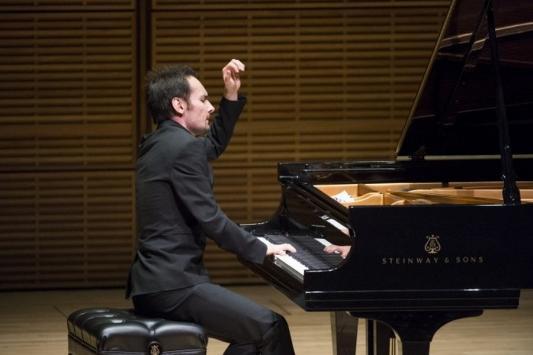Татарстанский пианист победил на международном конкурсе в Нью-Йорке