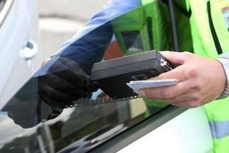 В Казани непокорный водитель отбился от штрафа за тонировку, а потом сам наказал гаишников рублем