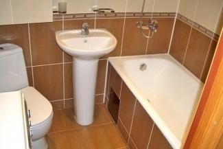 Кому нужнее: у жительницы казанской многоэтажки сосед отнимает туалет