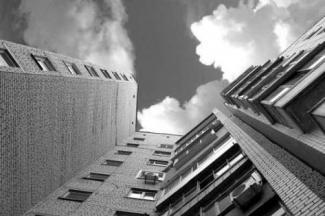 В Казани подросток погиб, упав с крыши 24-этажного дома во время прогулки с девушкой