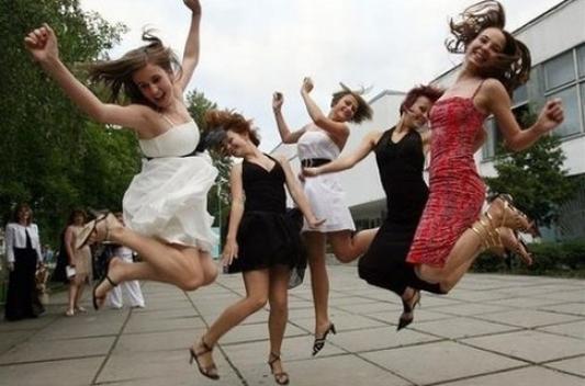 Казанским выпускникам предлагают пенные вечеринки и файер-шоу