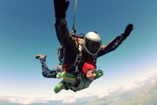 В Татарстане женщины-инвалиды покорили небо, прыгнув с высоты 4 тысячи метров