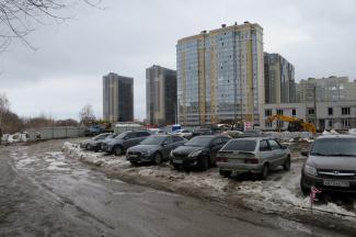 Замуруют, демоны?.. Жильцы казанской 20-этажки против строительства детсада на единственной дороге к их дому