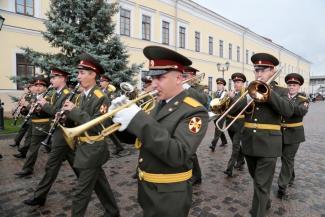 По главным улицам Казани пройдут военные оркестры, а граффитисты разрисуют мусорные контейнеры
