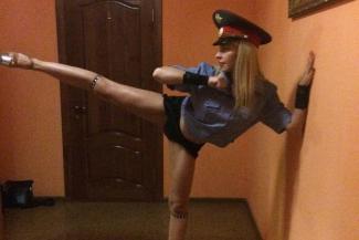 «Я и полицию уважаю, и Путина!»: казанская стриптизерша клянется, что извинялась за танец в гаишной форме не ради пиара, а от души