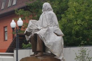 Памятник автору гимна Татарстана не распакуют до 30 августа