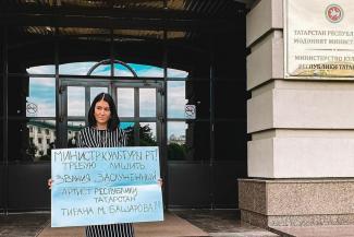 «Он не гений, он злодей!»: мать двоих детей из Казани ополчилась на семейного насильника Марата Башарова