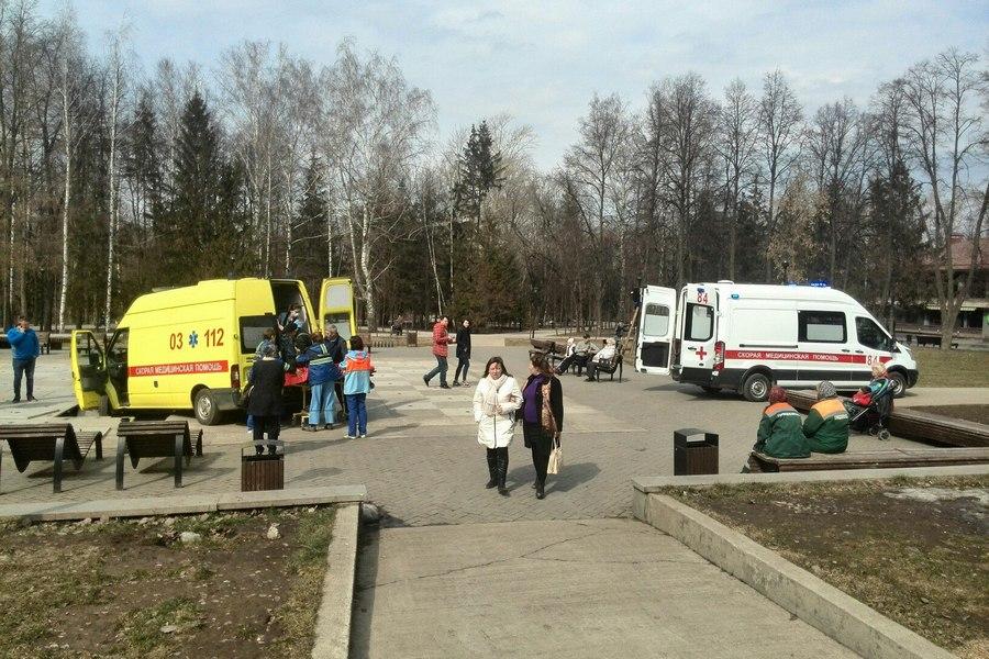 Впарке Горького вКазани скорая помощь провалилась вфонтан