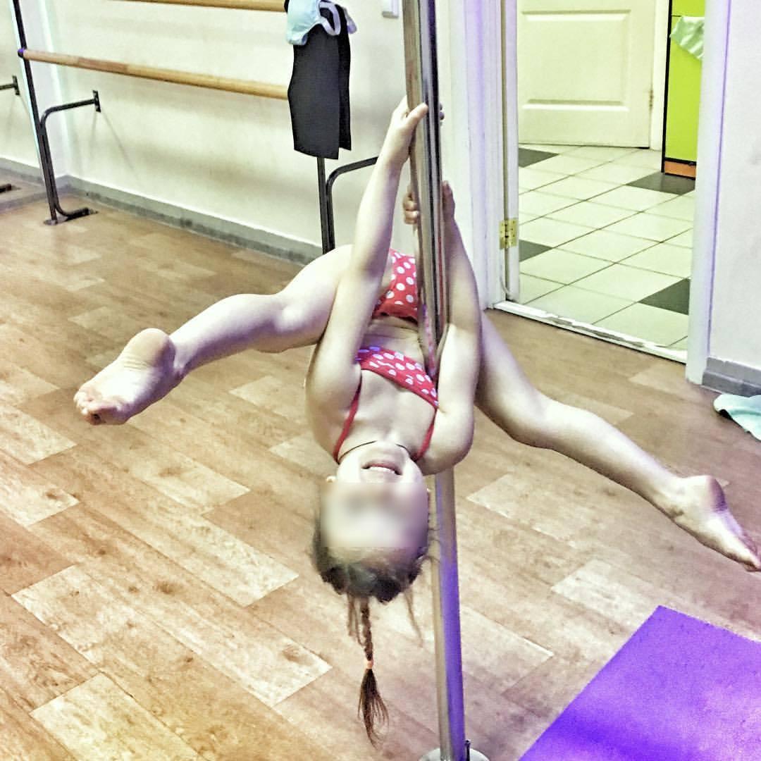 Красивая гимнастика со стриптизом — 14