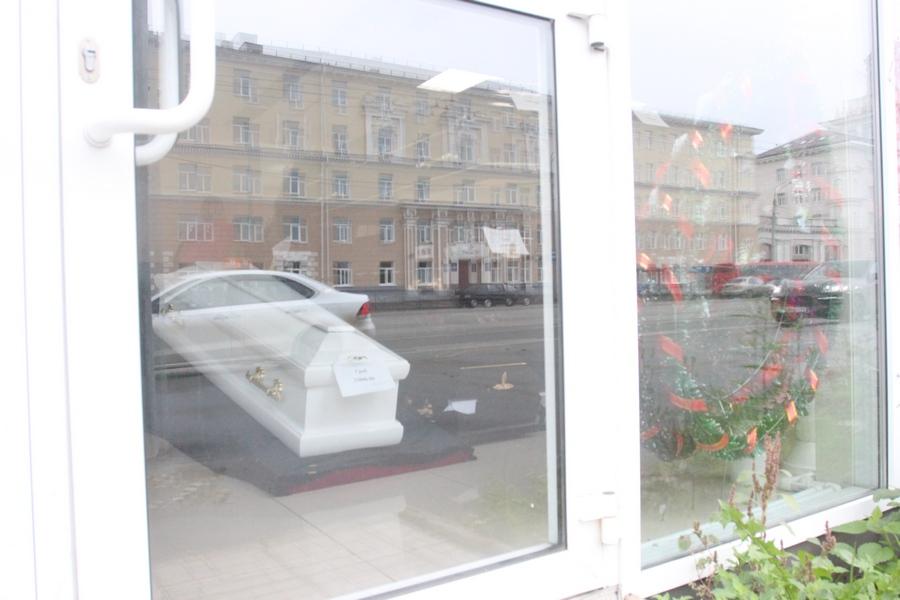 ВКазани наавтобусной остановке начали торговать гробы