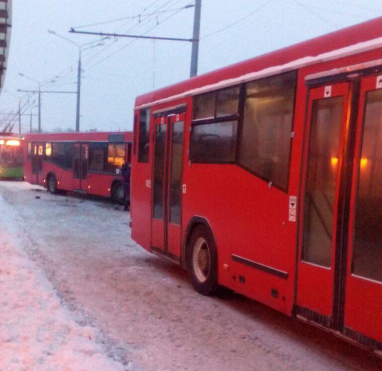 ВКазани столкнулись 2 автобуса— пострадали несколько человек