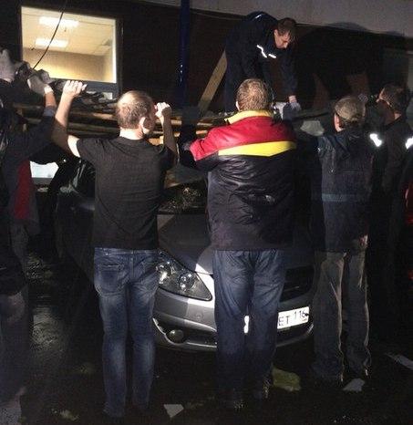 Ущерб от «крышепада» казанским автовладельцам обещают возместить полюбовно