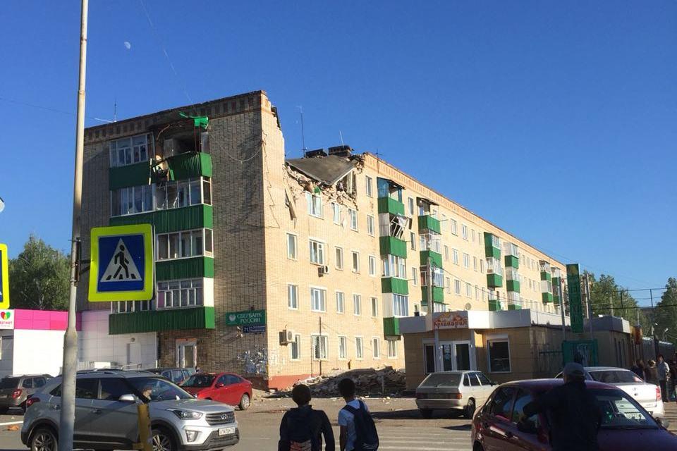 В татарстанском Заинске взрыв газа разрушил несколько квартир, есть погибший и тяжелораненые