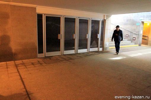По словам Вадима Терзиманова, в помещении, куда ведут эти двери, стоят насосы для перекачки воды в канализацию
