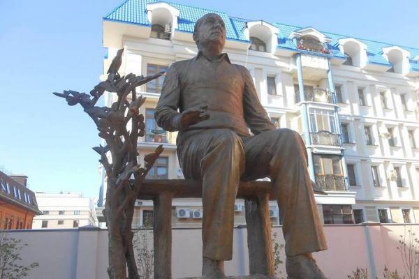 В Казани открыли памятник композитору Рустему Яхину