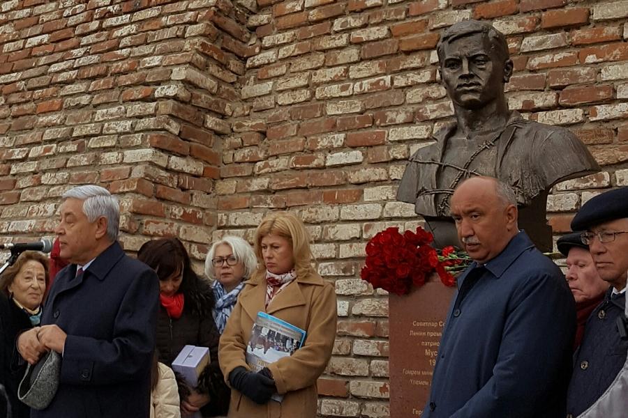 ВРекторском садике около КФУ состоялось открытие нового монумента Мусе Джалилю