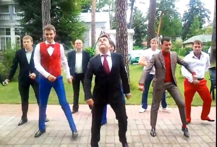 См команда КВН _ПриМа_ танец Медведева — смотреть