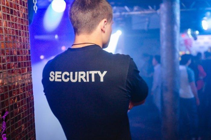 охранник ночного клуба