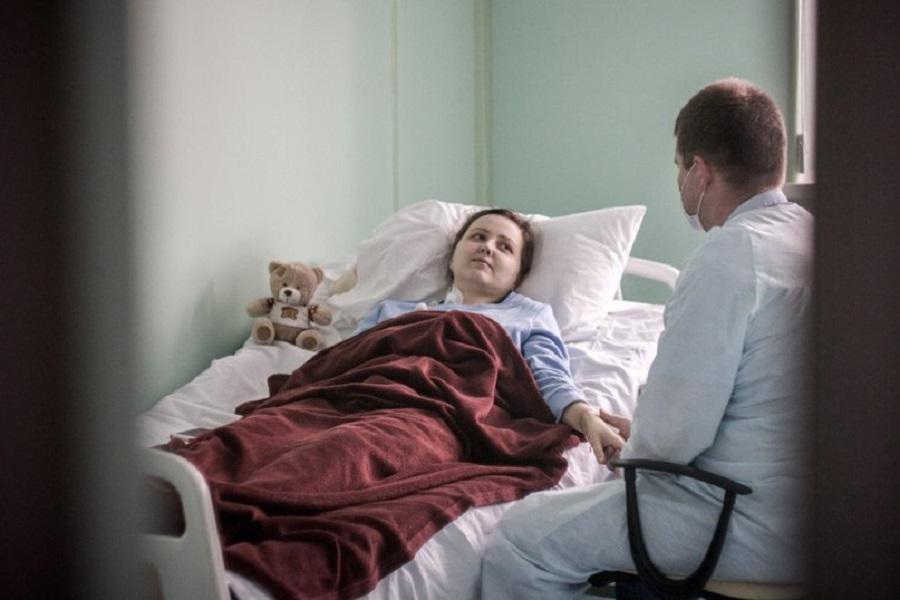жену поставили раком двое мужчин